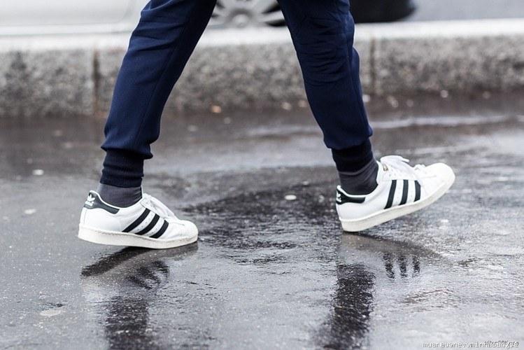 Phối đồ với giày Adidas superstar